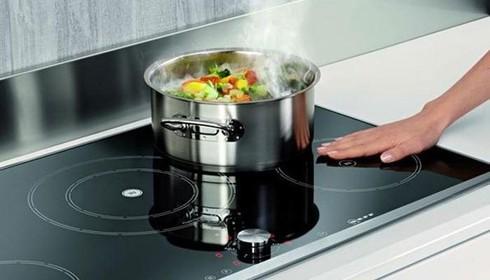 Sử dụng bếp từ ở nhiệt độ cao liên tục
