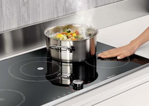 bếp nóng nên bất thường gây lỗi E6 bếp từ